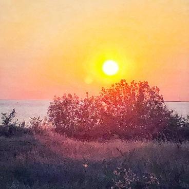 Radiating sunset