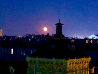 Moonrising again - the moon as seen coming over Paris is truly insane some nights